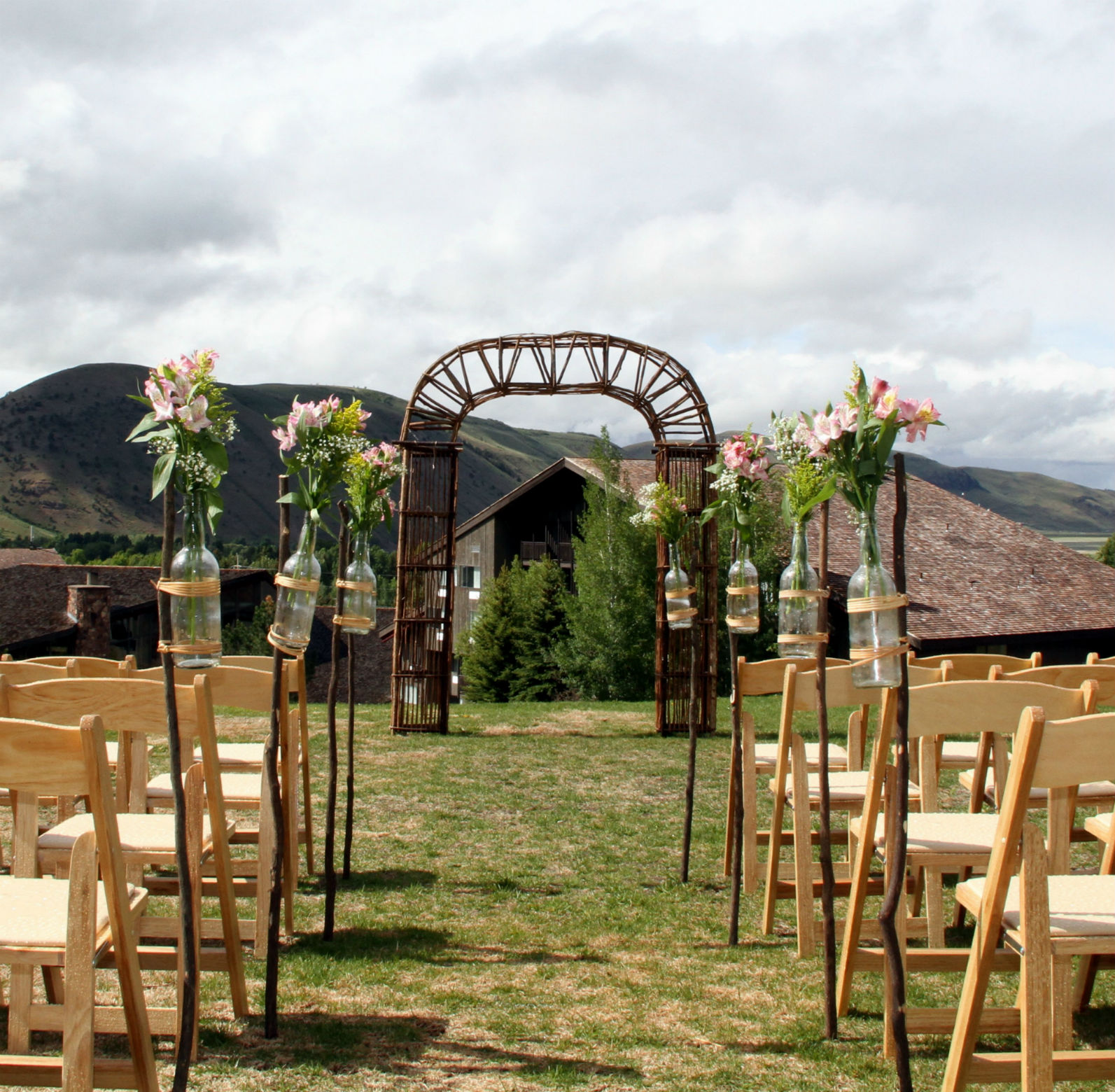 Willow Rent: Willow Wedding Arch